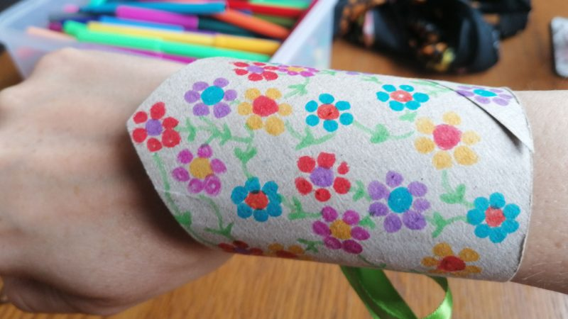 Hoglets craft - Make a superhero wristband