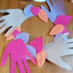 Hoglets craft: Make an autumn decoration
