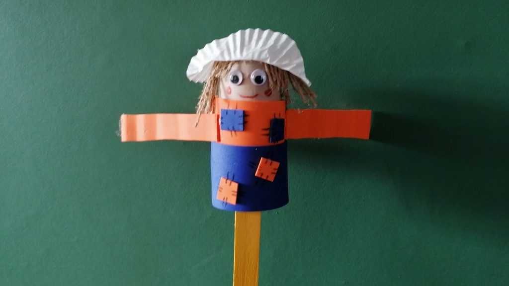 Hoglets craft: Make a scarecrow puppet